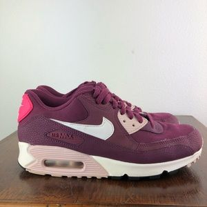 Women's Nike Air Max Size: 8